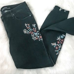 New Embroidered Floral Skinny Jeans Size 26